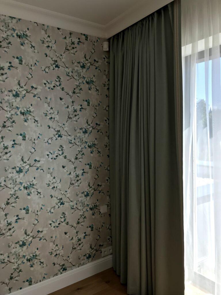 Tapety a závěsy do ložnice